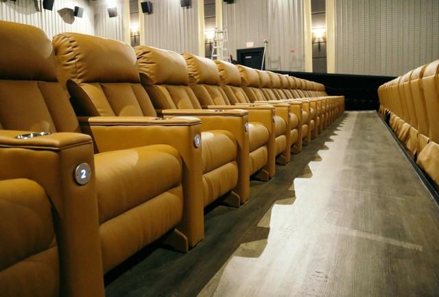 Saline Mi New Emagine Movie Theater Has 1 000 Recliners 48 Foot Screen Cinema Treasures
