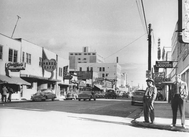 Early `50's photo courtesy of Hemmings Motor News.