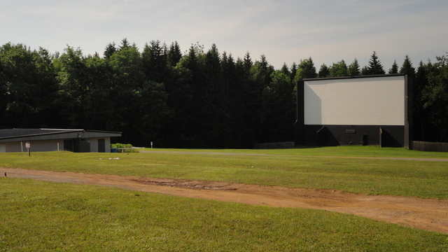 The field and screen