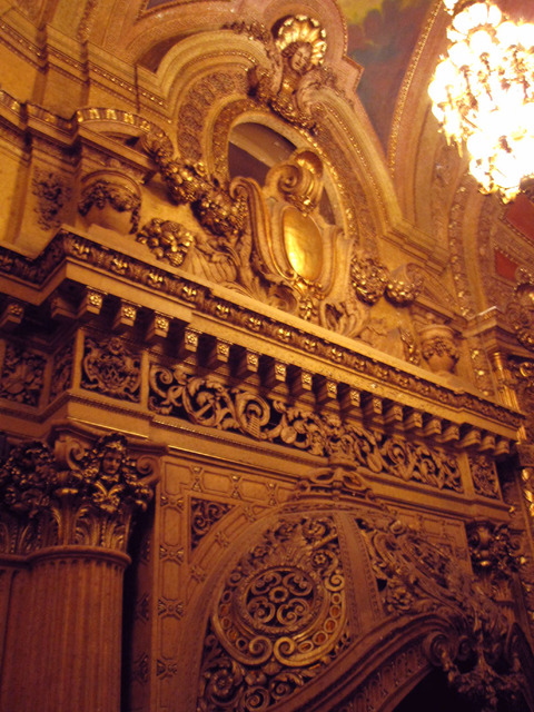 Chicago Theatre - Top of organ screen