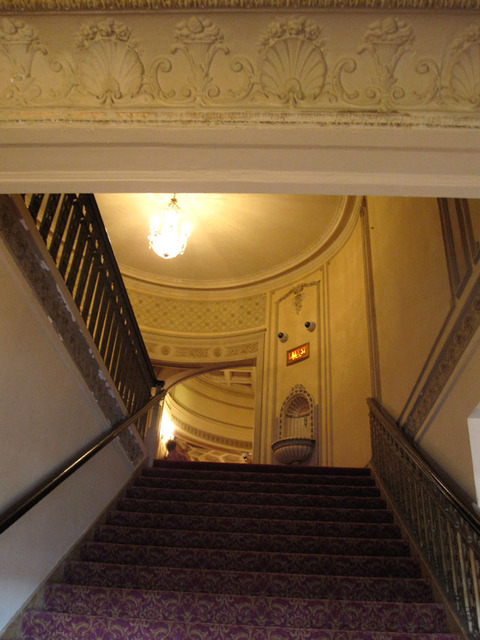Chicago Theatre - Stairway to Balcony from Loge level