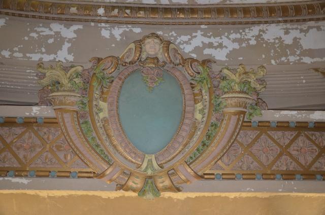 Upper balcony cartouche