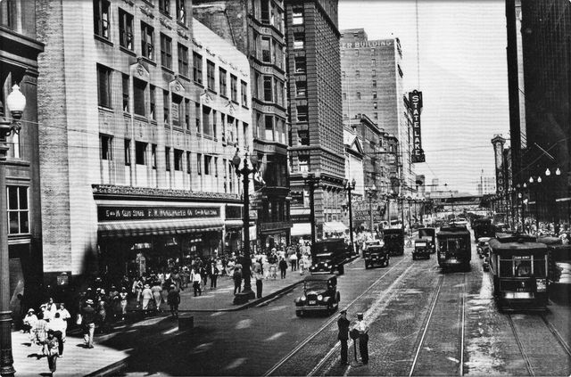 1935 photo courtesy of Chicago Transit Authority.
