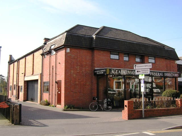 The Oadby as a funeral directors in March 2006