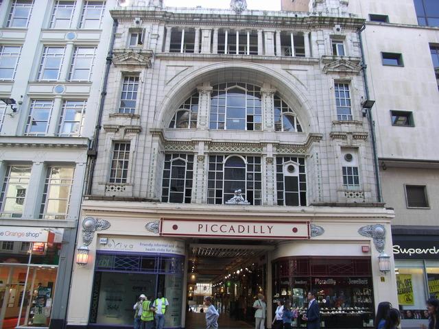 The facade in April 2007