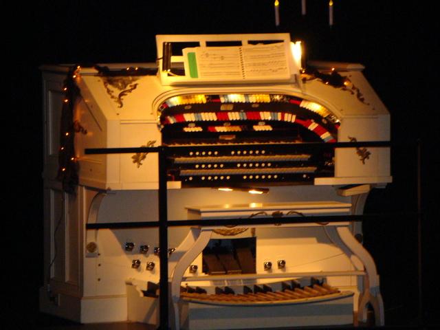 Kilgen Theatre Organ
