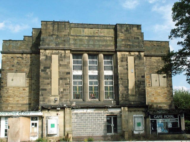 The Savoy, Stanningley, Leeds in August 2000, shortly before demolition
