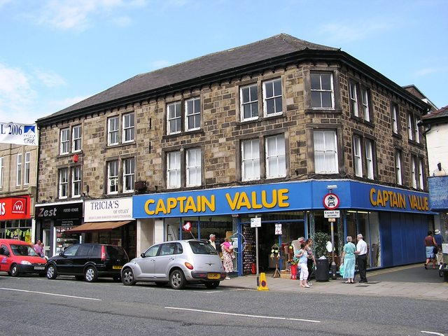 The entrance to the former Picture House in Kirkgate, Otley in June 2006