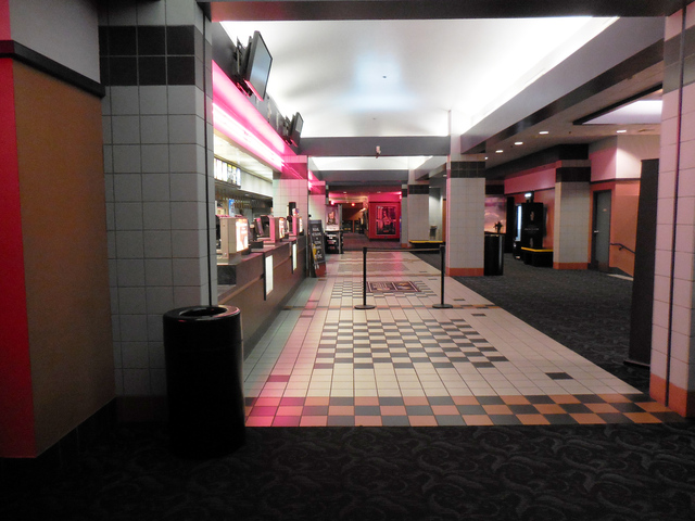 Regal Lloyd Mall 8