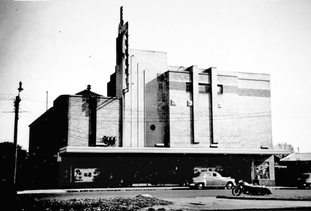 Dendy Brighton Cinema exterior 1956