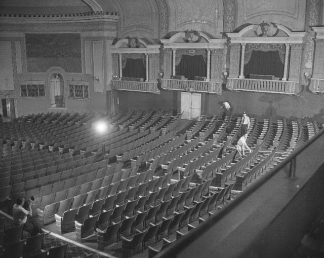 August 1955. Nice interior photo of the Biltmore Theater at 2046 W. Division. Photo is of police investigation into the murder of police officer by Richard Carpenter. Sun Times photo & copy courtesy of Gregory Russell.
