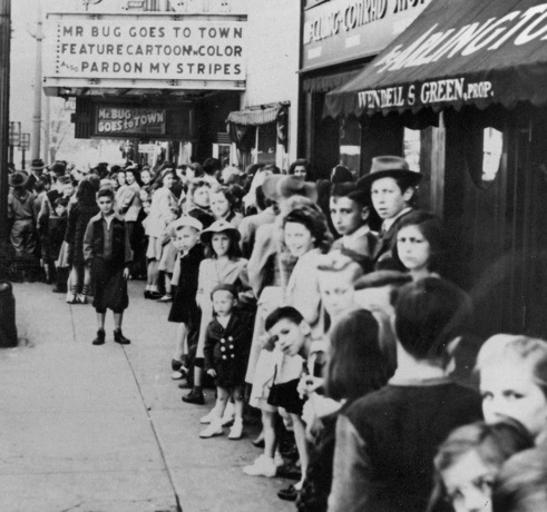 Kid's Christmas Party At The Penn 1942