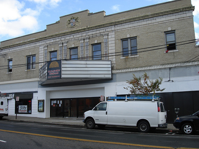 Movie theatrea in roslyn ny