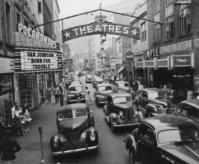 Crisper version of the 1946 photo, courtesy of Hemmings Motor News.