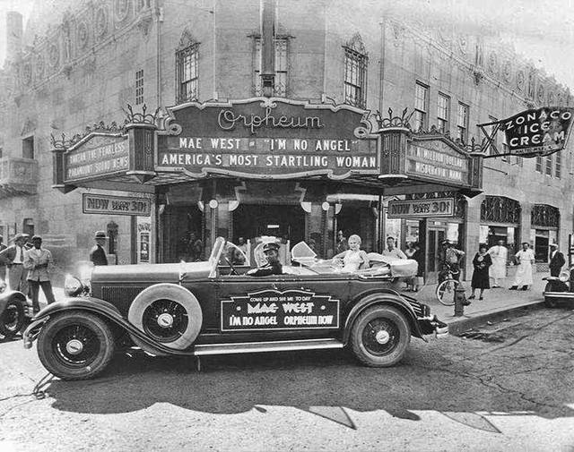 1931 Orpheum exterior with Mae West photo, courtesy of Randy Inghram.