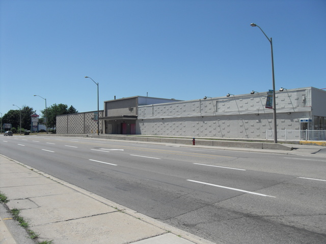 Oakville Plaza Cinemas