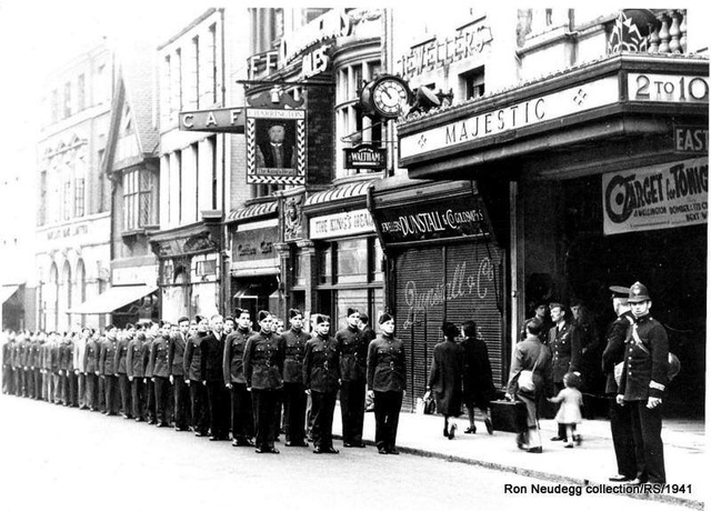 Ww2 Air Corps queue for special screening