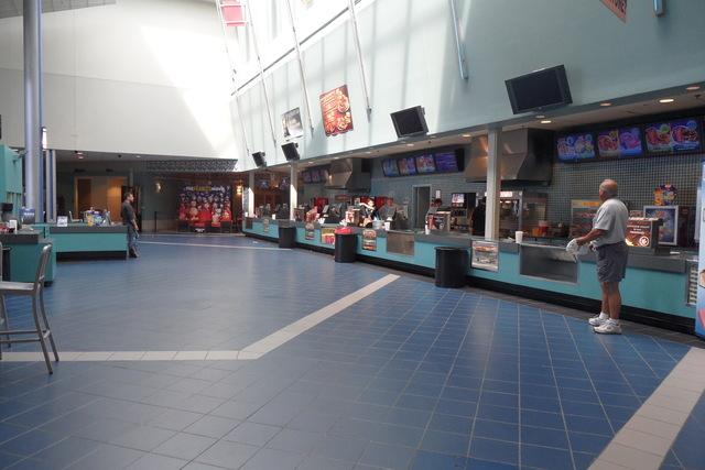 Regal Cinemas Solomon Pond Mall 15