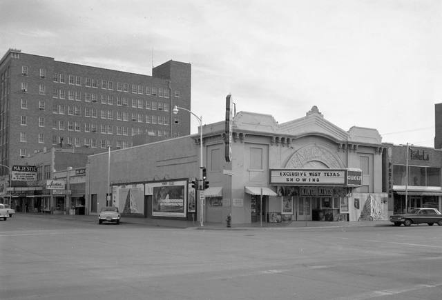 Majestic on the far left. 1960 photo courtesy of the Traces Of Texas Facebook page.