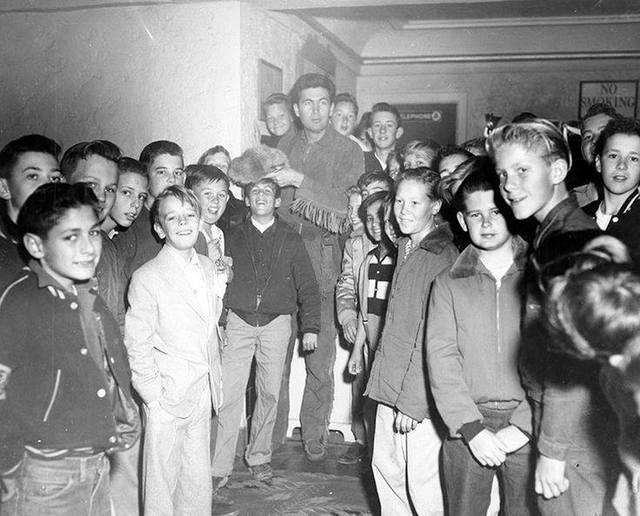 Fess Parker 1955 photo courtesy of Robert Juzefski.