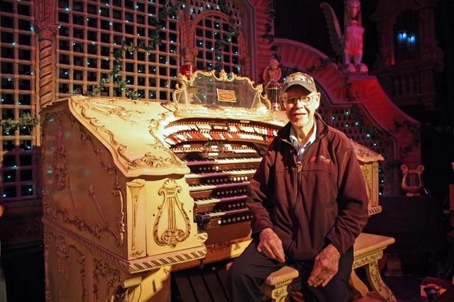 MICHIGAN Theatre Wurlitzer organ in Racine, Wisconsin.