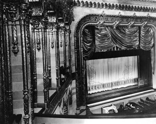 Warner Hollywood Theatre interior