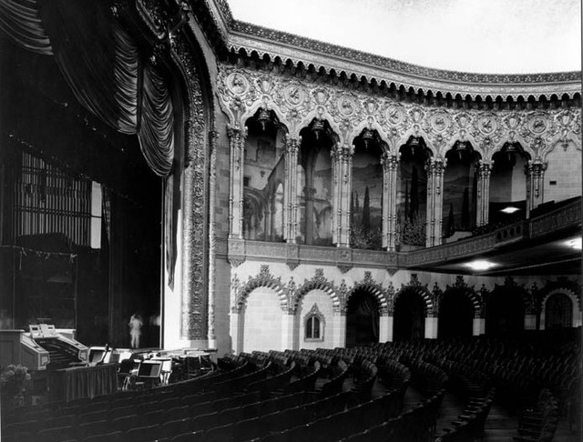 Warner Hollywood Theatre interior