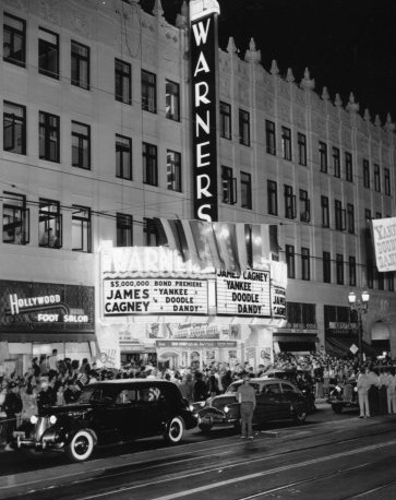 Warner Hollywood Theatre exterior