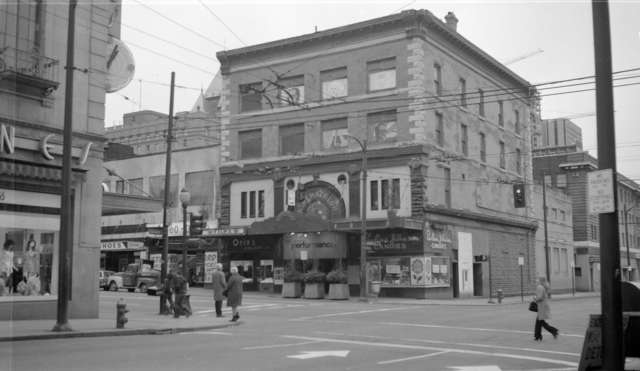 The Colonial Theatre, shortly before demolition in 1972