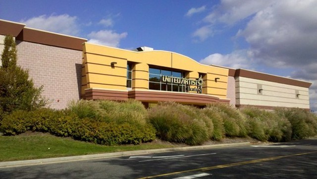 Regal Cinemas Farmingdale Stadium 10