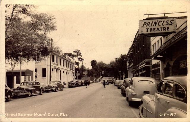 1940s street scene in Mt. Dora showing Princess Theatre