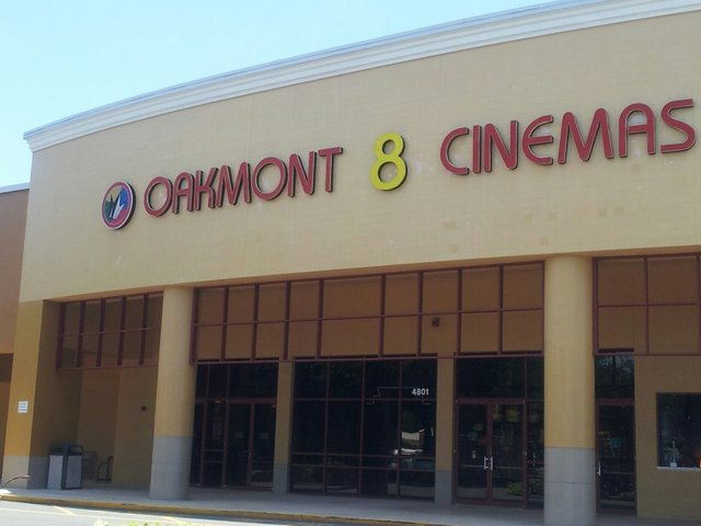 Oakmont 8 Theatres