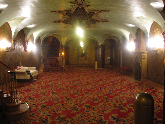 Ohio Theatre (Columbus) - Basement Main Lounge