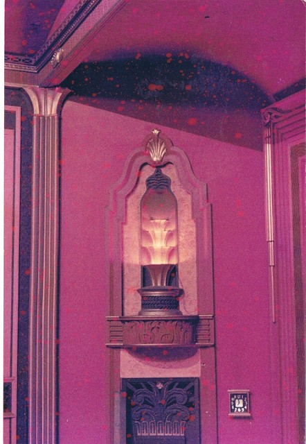 Splay wall fountain