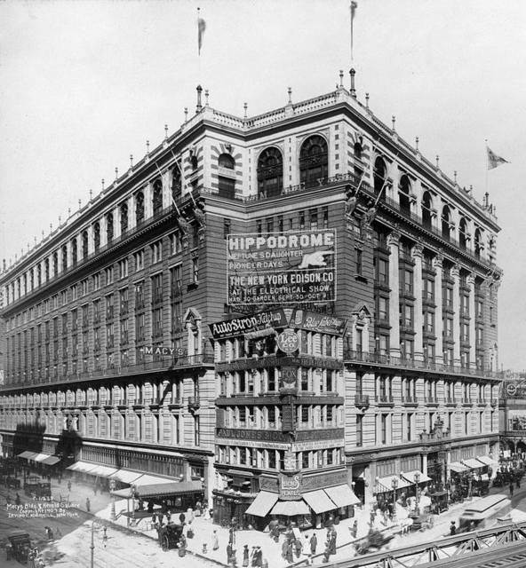 Sign for the Hippodrome, mounted on Macy's in Herald Square in 1907.