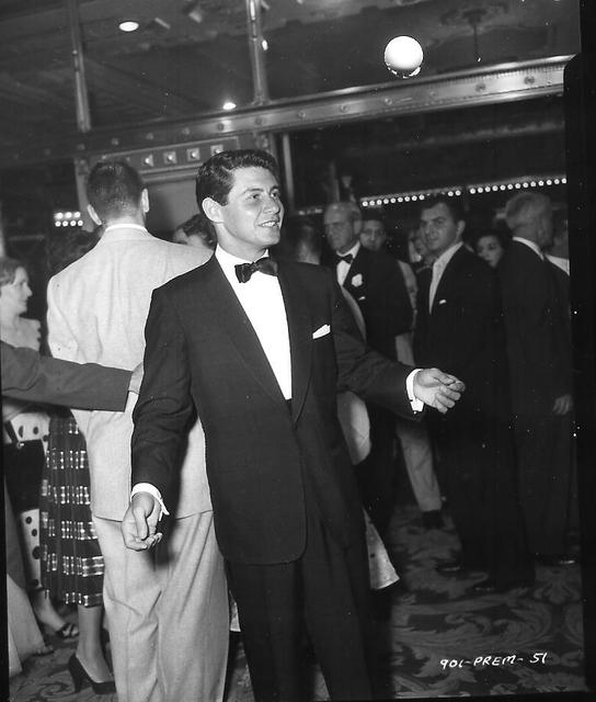 Eddie Fisher at NY ROXY premiere 1954