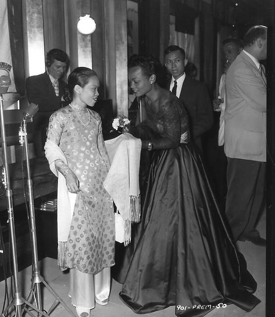 Eartha Kitt at NYC ROXY premiere 1954
