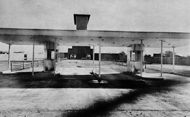 Twin entrance and booths 1950