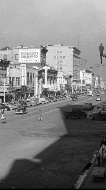 Colonial Theatre on the far left. Circa 1940 photo courtesy of Rod Nelson.