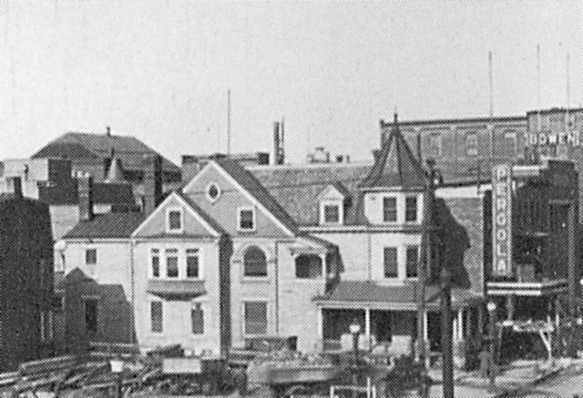 "1928 photo of the ""New Pergola"" Theatre"