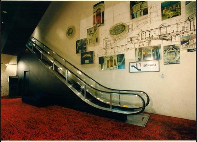 Place De Ville lobby, escalator to upstairs auditorium