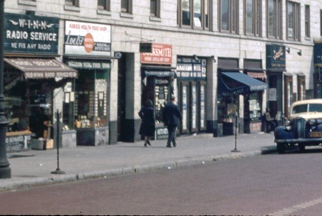 Stores next to Loew's Hillside 1941