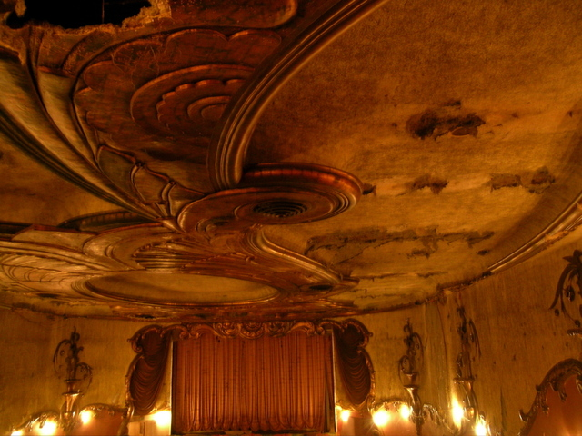 Fox auditorium showing ceiling 2009