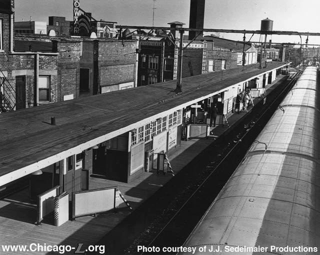 Howard L platform photo credit J.J. Sedelmaier via Chicago-L.org.