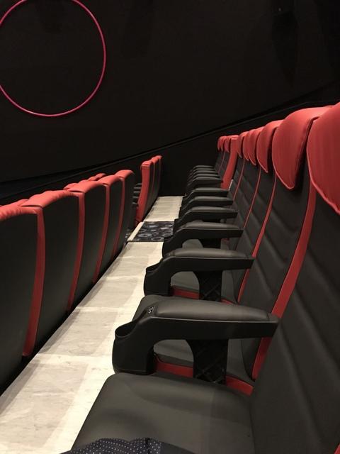 Superscreen seating