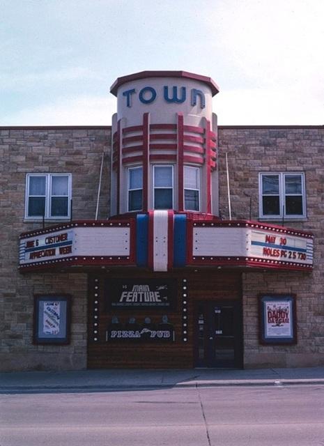 Main Feature Theatre and Pizza Pub