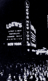 <p>Loew's New York Theatre iconic night shot circa 1932 in New York</p>