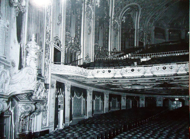 Loew's Jersey Theatre auditorium