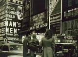 1947 photo via the Vintage Scènes de Vie, Scènes de Rue - Street Scenes Life Scenes Facebook page.