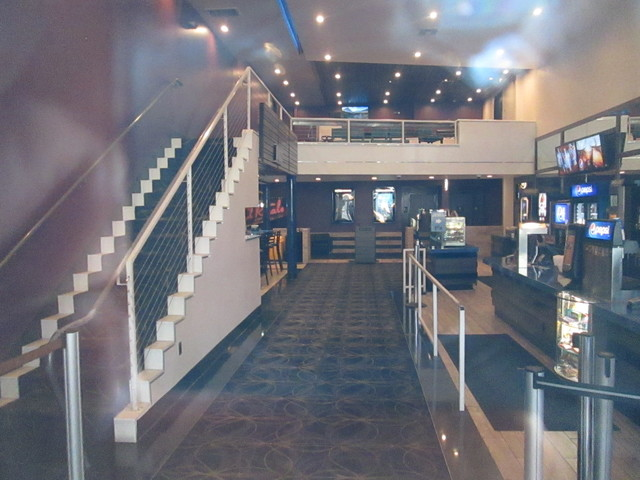 Lobby Cinelux Capitola 10 Theatre